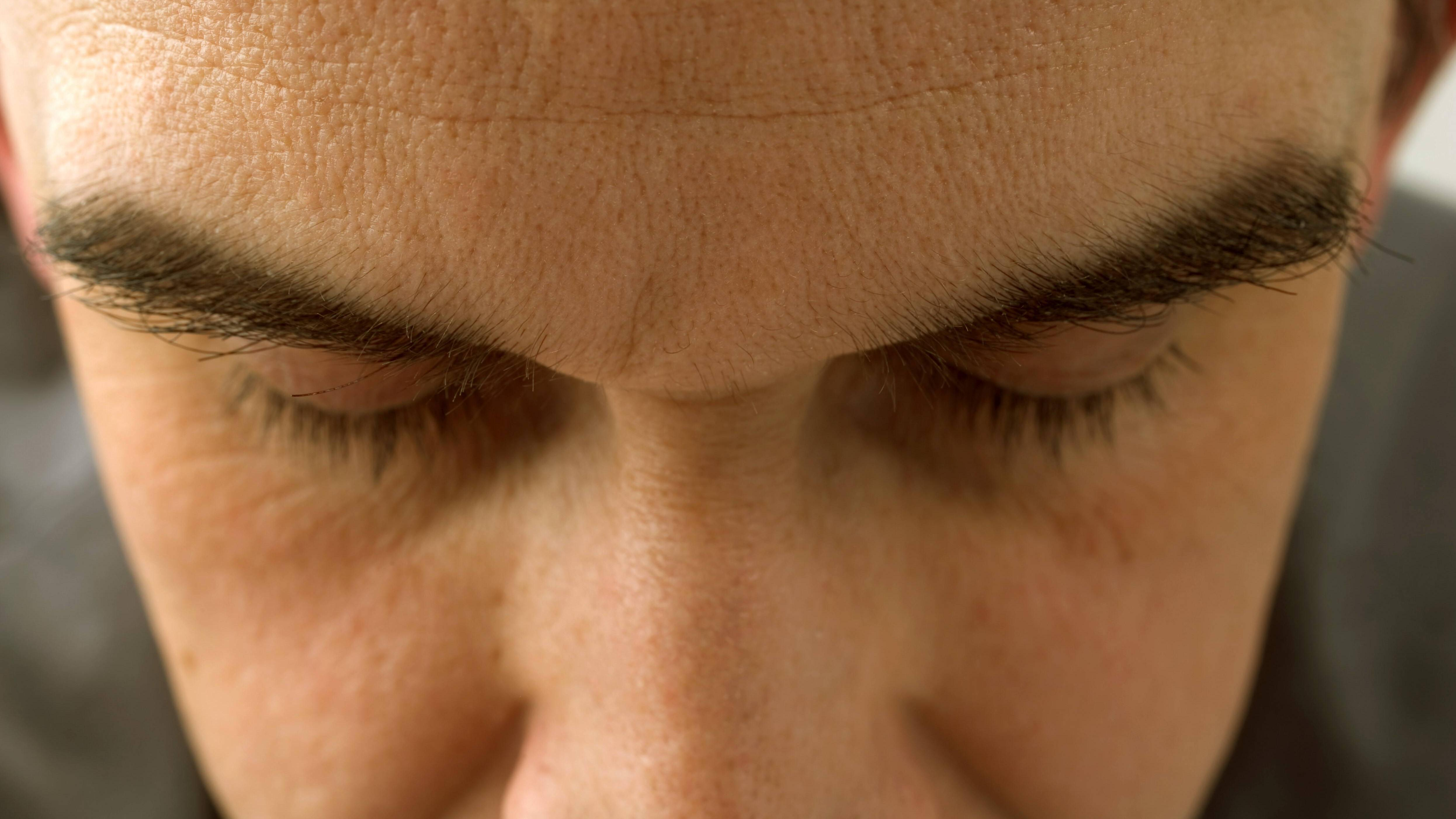 Negative Gedanken endlich loswerden: Mit diesen 5 Tipps gelingt's