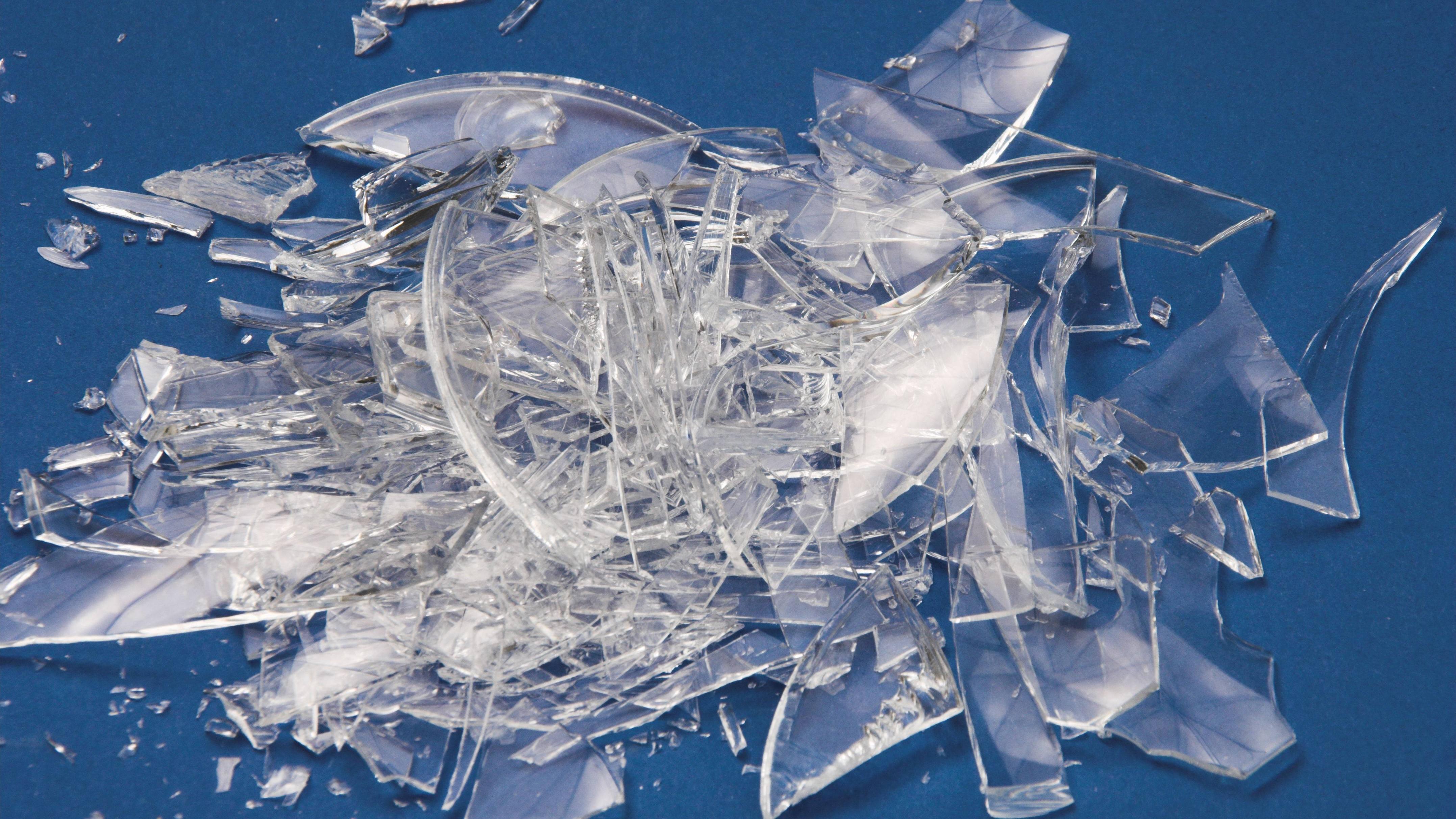 Glasscherben entsorgen: So entsorgen Sie Flach- und Spiegelglas richtig