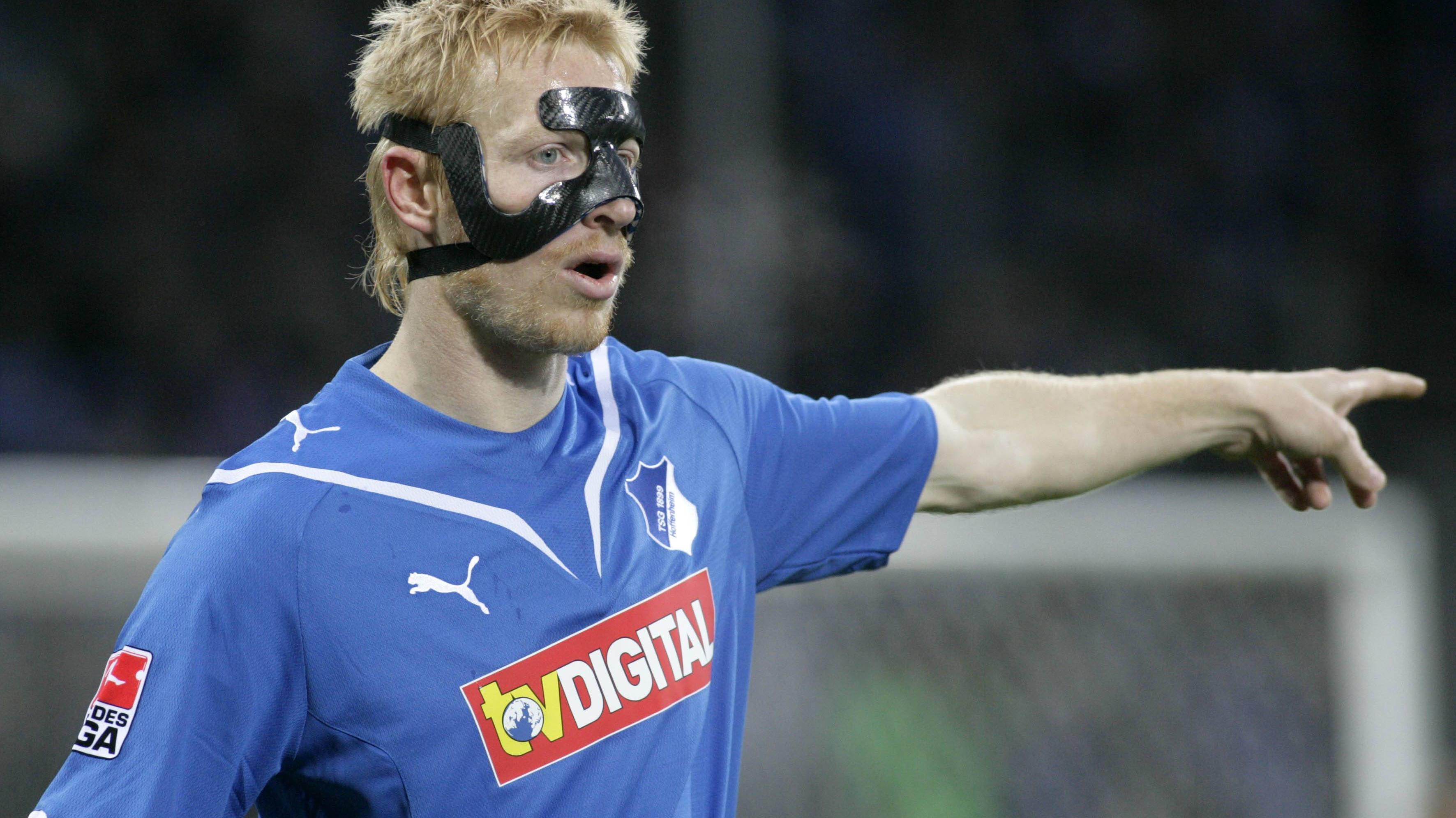 Gesichtsmaske im Fußball: Darum tragen Sportler Gesichtsmasken
