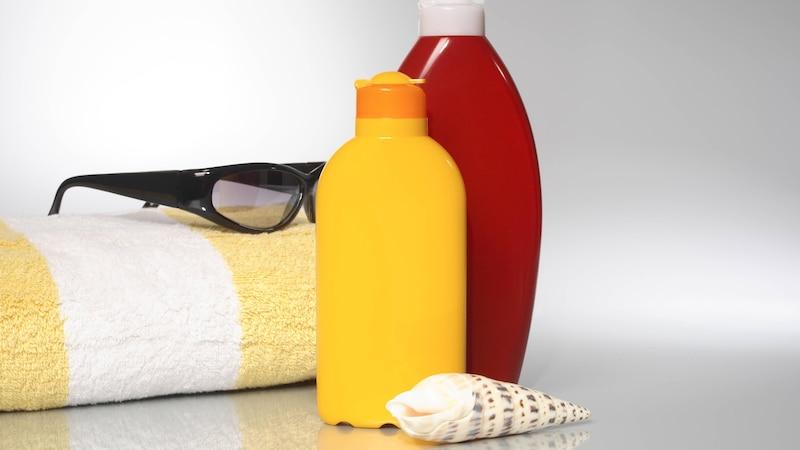 Sonnencreme in Kleidung - Flecken entfernen leicht gemacht
