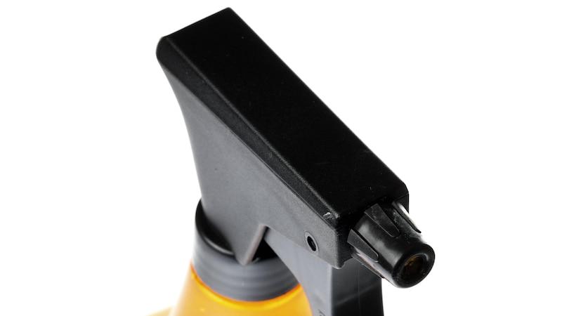 Ein Anti-Staub-Spray lässt sich ganz einfach herstellen.