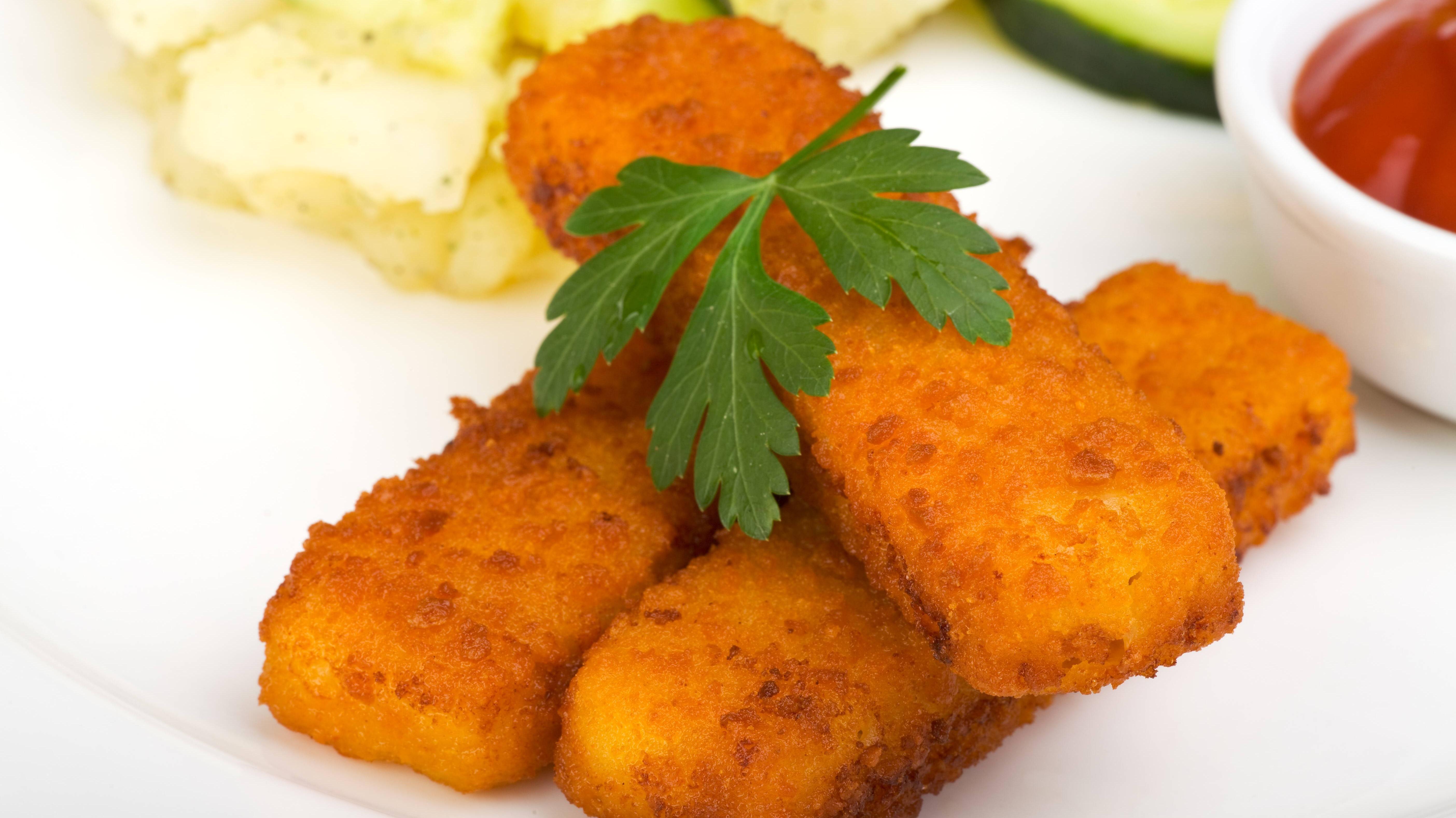 Auch Fischstäbchen, die Sie aufwärmen, können knusprig schmecken.