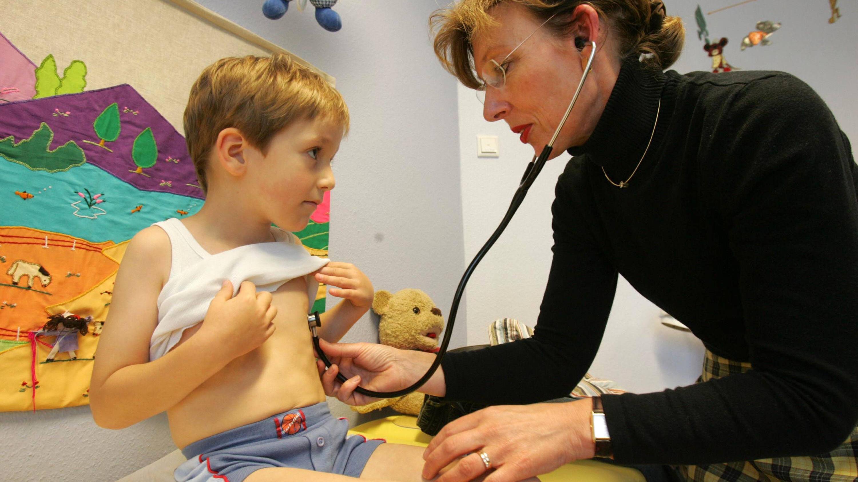 Blaue Lippen ohne Unterkühlung sind ein Fall für den Kinderarzt.