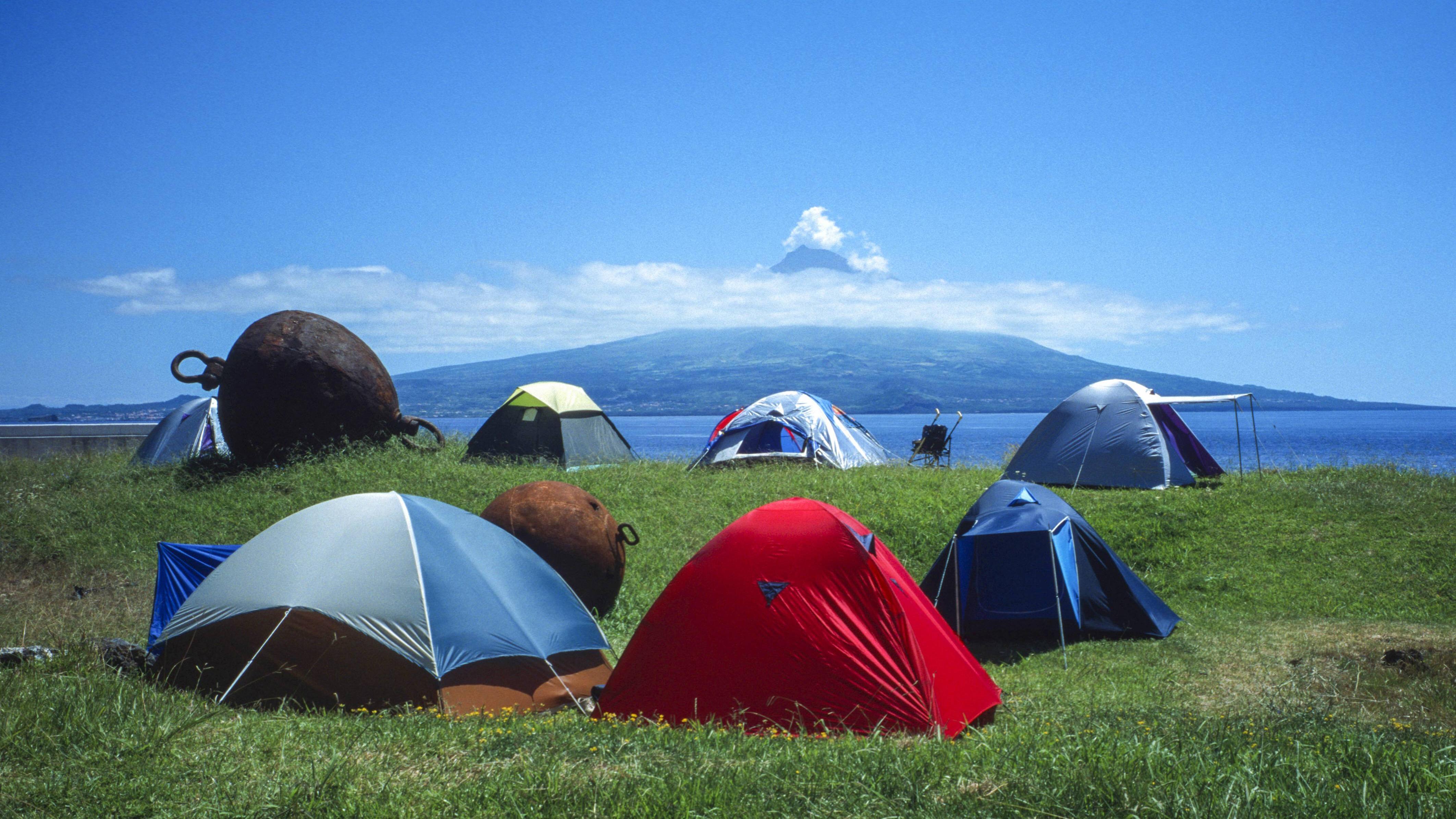 Zelten bei Regen: Wie Sie trocken bleiben und Spaß haben