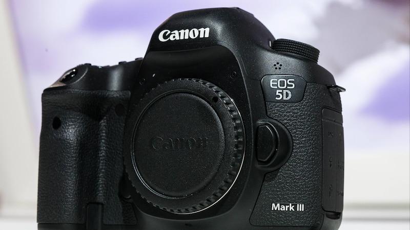 Canon EOS: So lesen Sie die Auslösungen aus