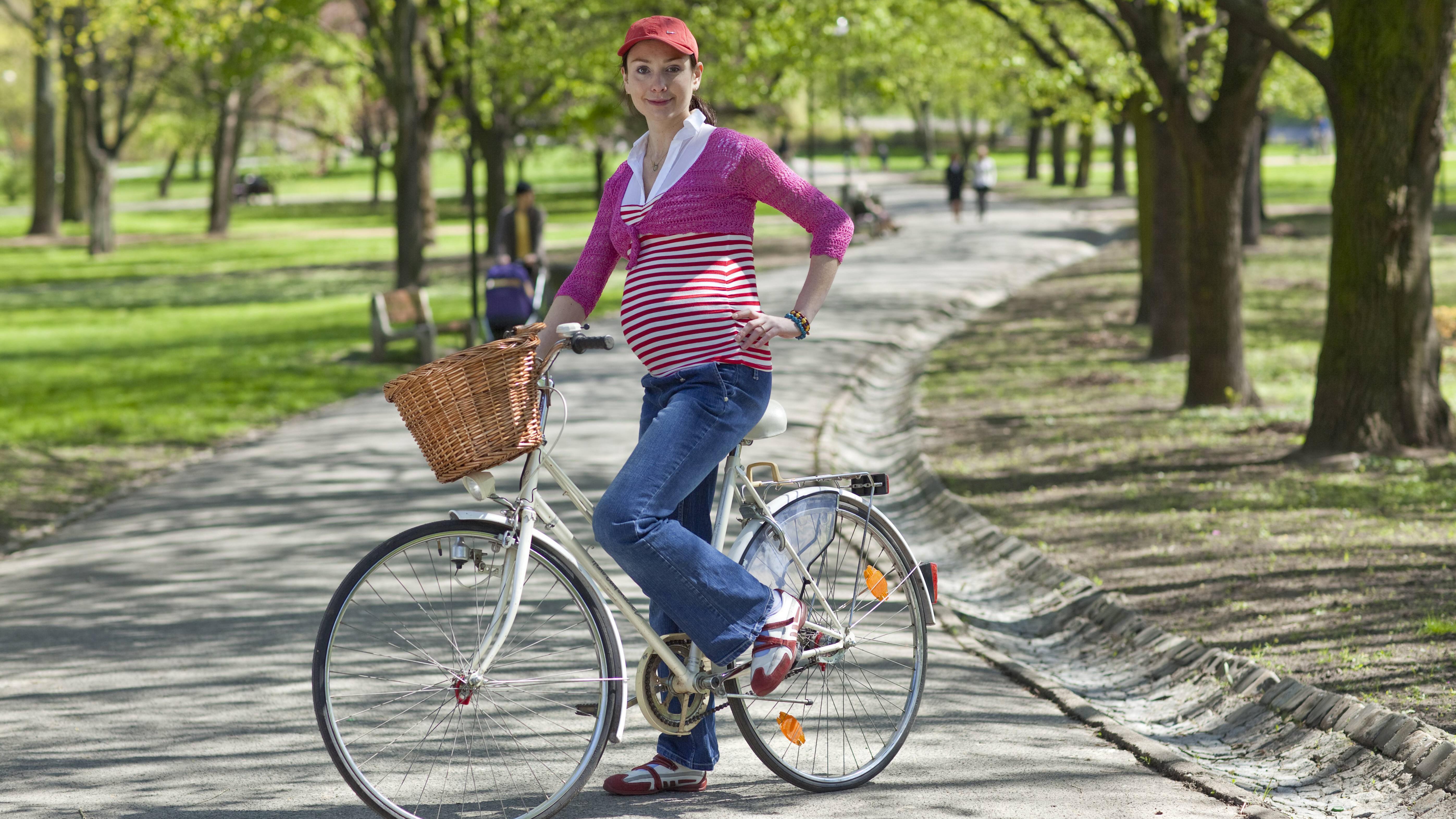 Schwanger Fahrrad fahren: Was Sie dabei beachten sollten