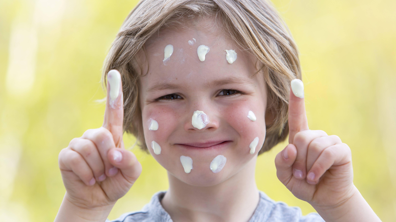 Sonnenschutz Kinder: So schützen Sie ihr Kind vor der Sonne