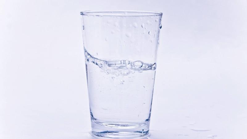 Warmes Wasser trinken: Warum es nicht nur bei Hitze gesund ist