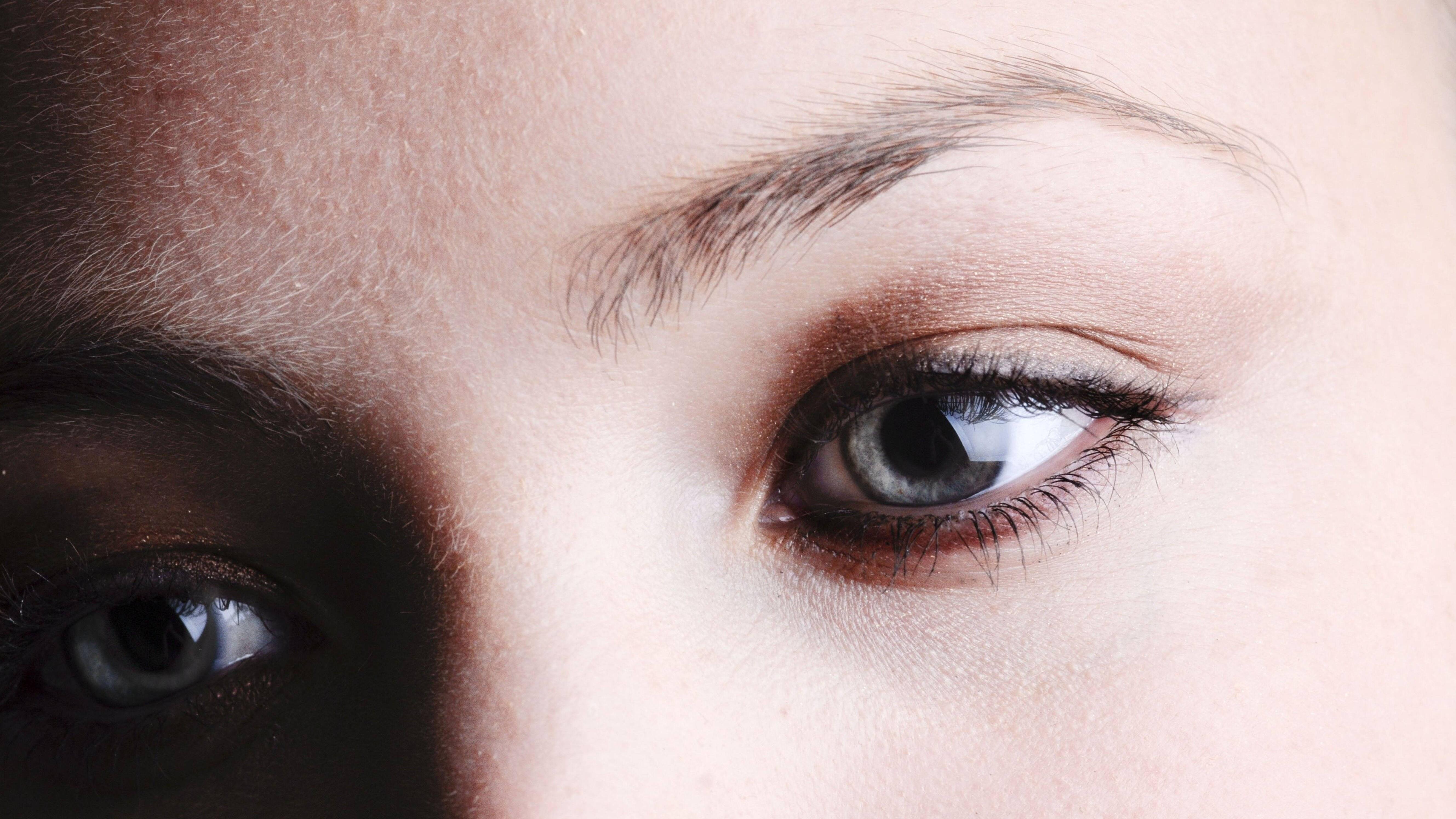 Augenbrauen selber färben: Das sollten Sie beachten