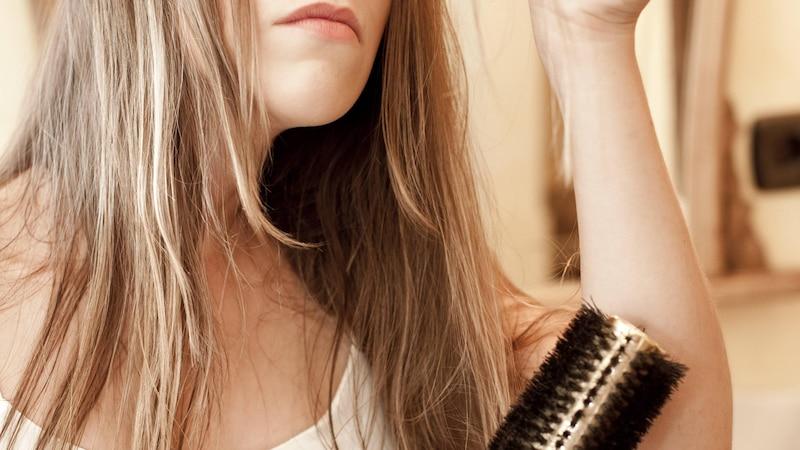 Pflegen Sie Ihre Haarspitzen regelmäßig.