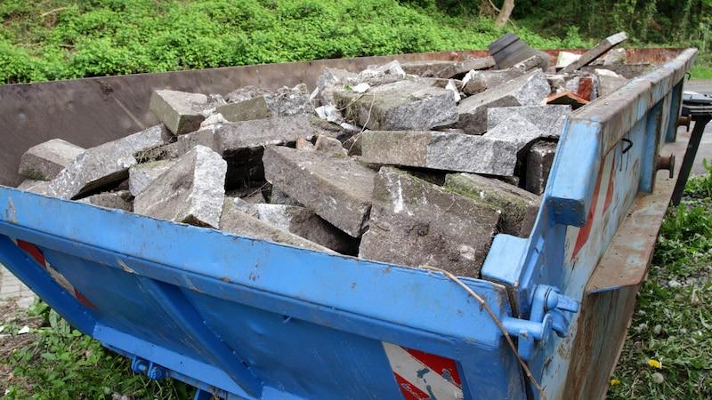Beton entsorgen: Richtlinien und Kosten im Überblick