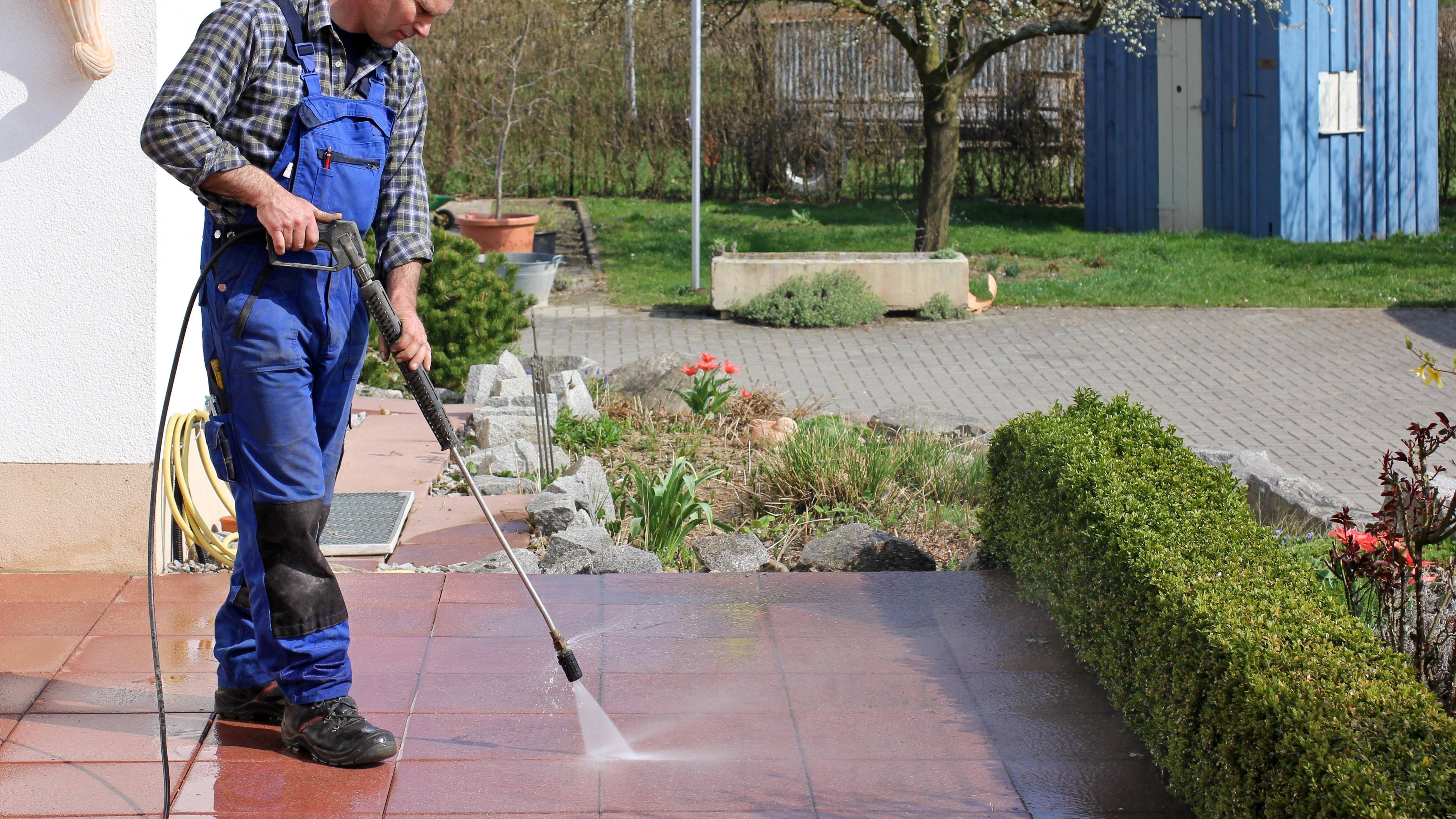 Terrasse reinigen: Die besten Tipps und Tricks