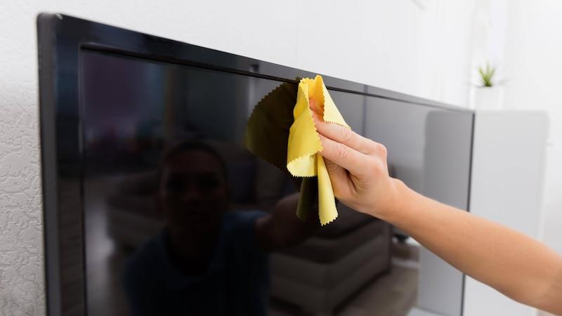 TV-Bildschirm reinigen: Darauf sollten Sie beim Putzen achten