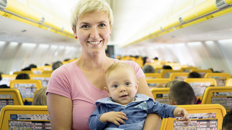 Mit Baby fliegen: Tipps für entspanntes Reisen