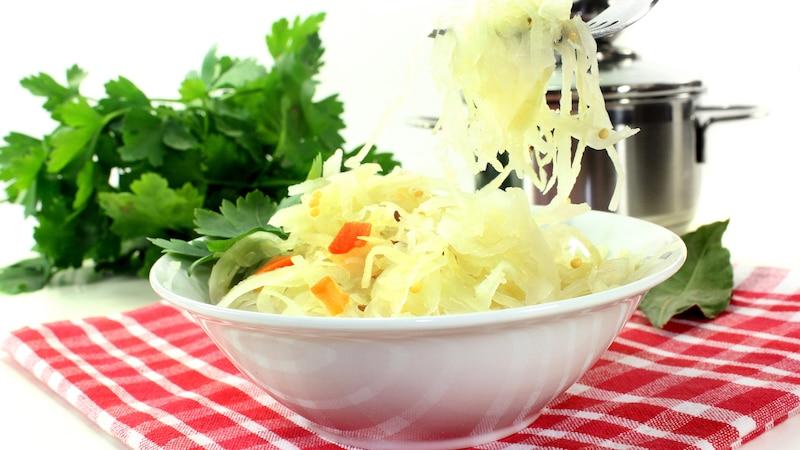 Als Ersatz für Kefir ist frisches Sauerkraut geeignet.