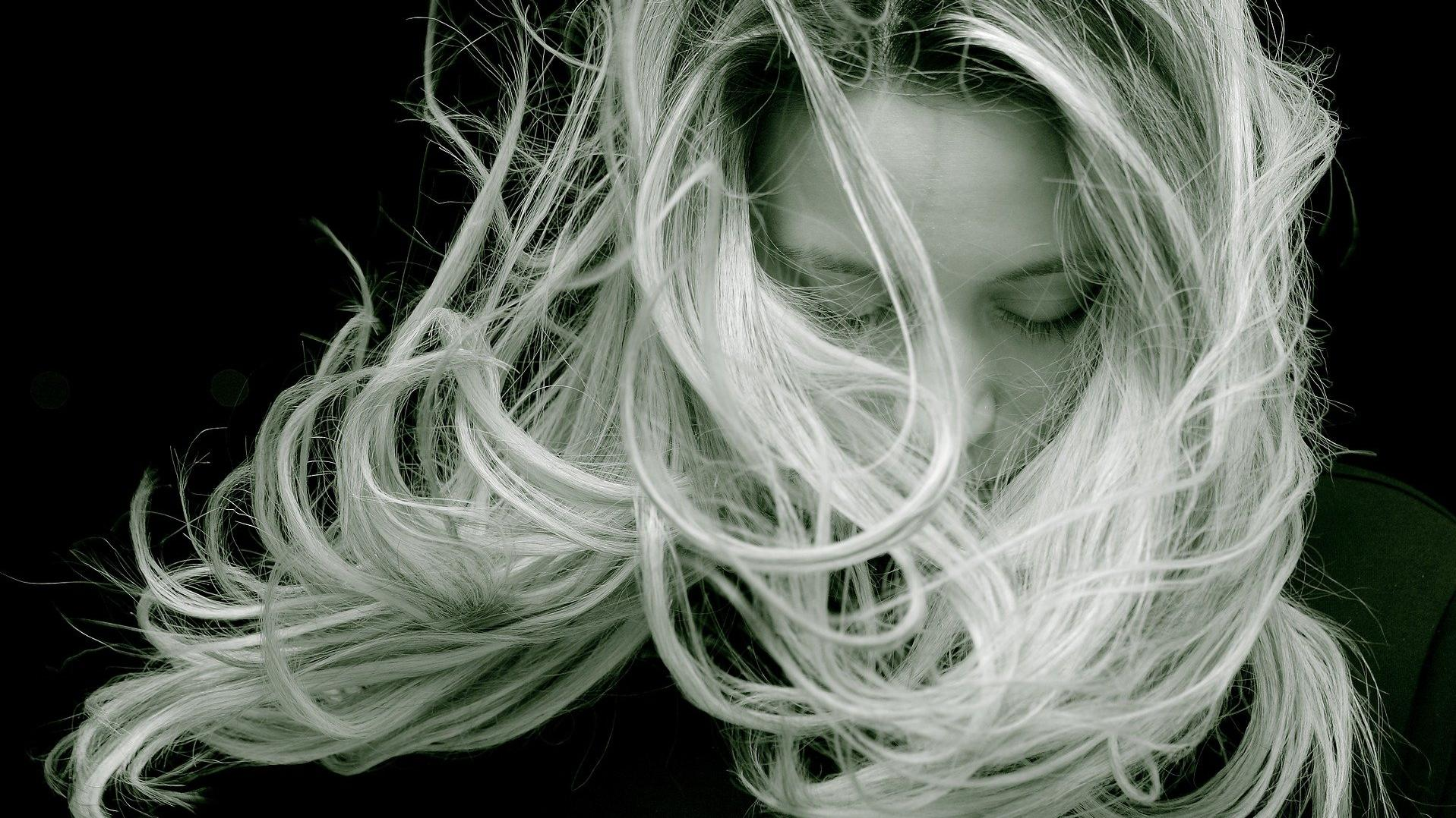 Mehr Volumen im Haar: Das sind die 5 besten Tipps und Tricks