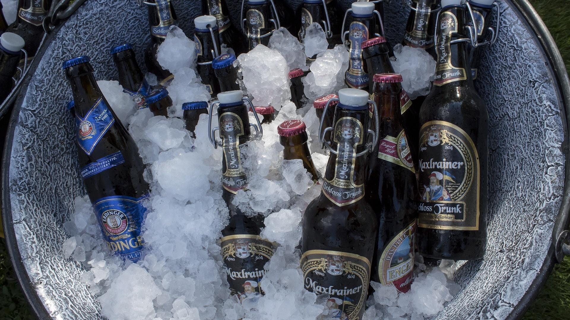 Getränke kühlen ohne Kühlschrank: Das sind die 3 besten Life-Hacks