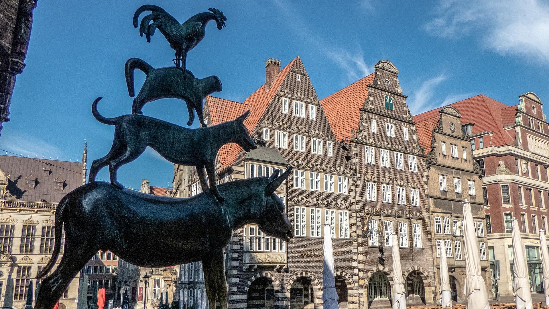 Wichtigste Vertreter von Bremen sind die Stadtmusikanten, die den Markt überwachen und den Besuchern Glück bringen sollen.