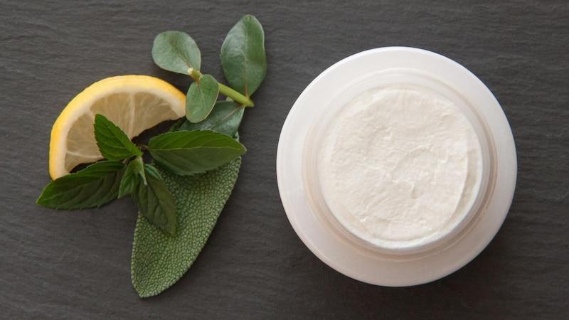 Deocreme selber machen: Ein DIY-Rezept aus wenigen Zutaten