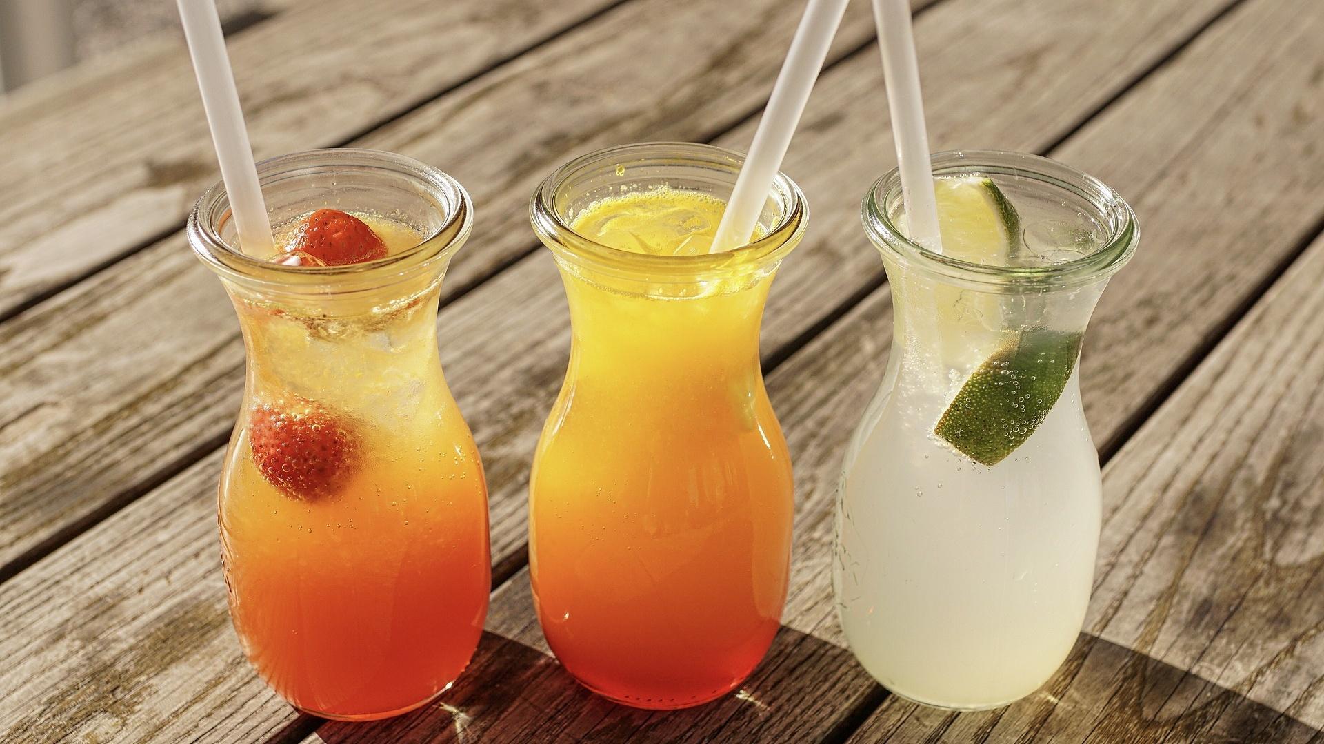 Kalte oder warme Getränke im Sommer? Das kühlt wirklich