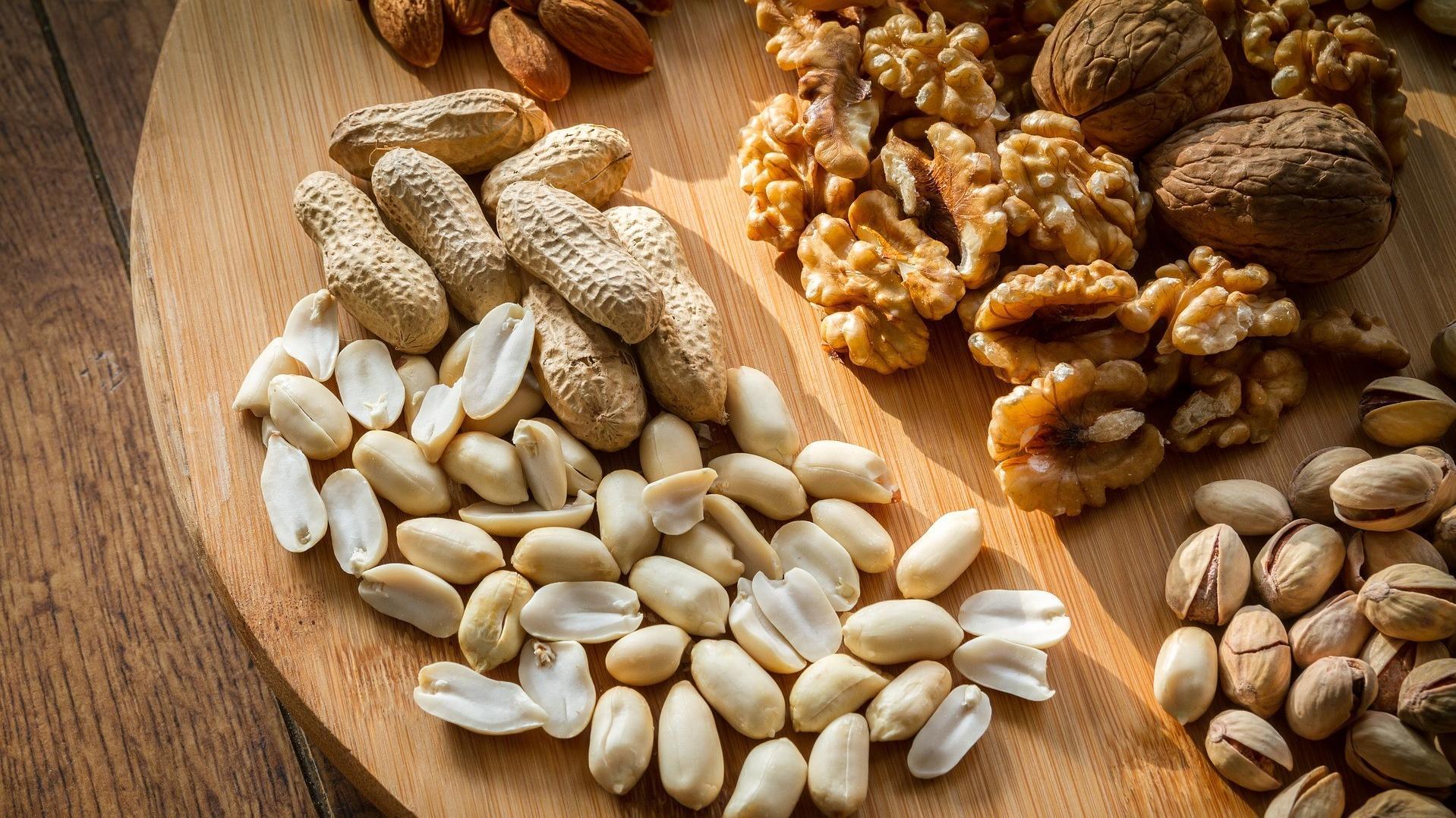 5 Elemente Ernährung – Nüsse zählen zum Element Erde.