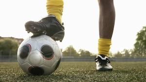 Um präzise und sicher Fußball spielen zu können, benötigen Sie gute Fußballschuhe.