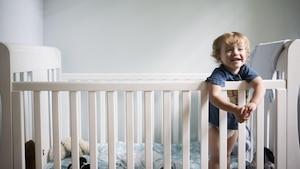 Ein Babybett muss sich gut aufbauen lassen und sicher sein.