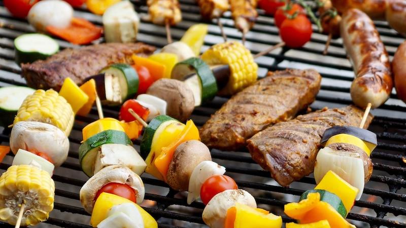Wie viel Fleisch pro Person: Diese Mengen sollten Sie einplanen