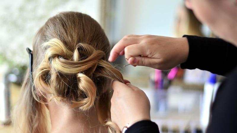 Haare ausfetten lassen - Das ist dran am Trend