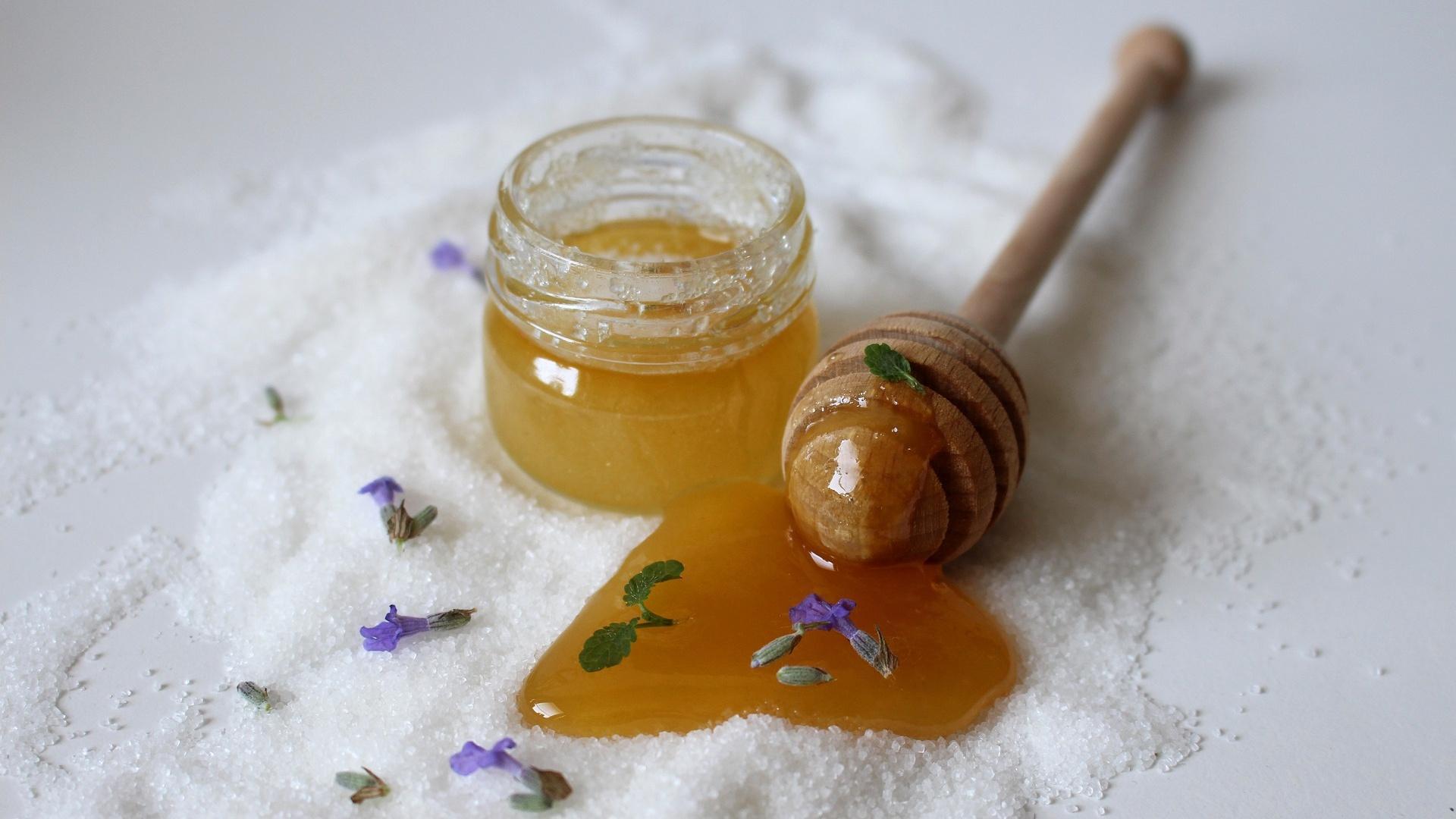 Honig wird in vielen selbstgemachten Peelings verwendet