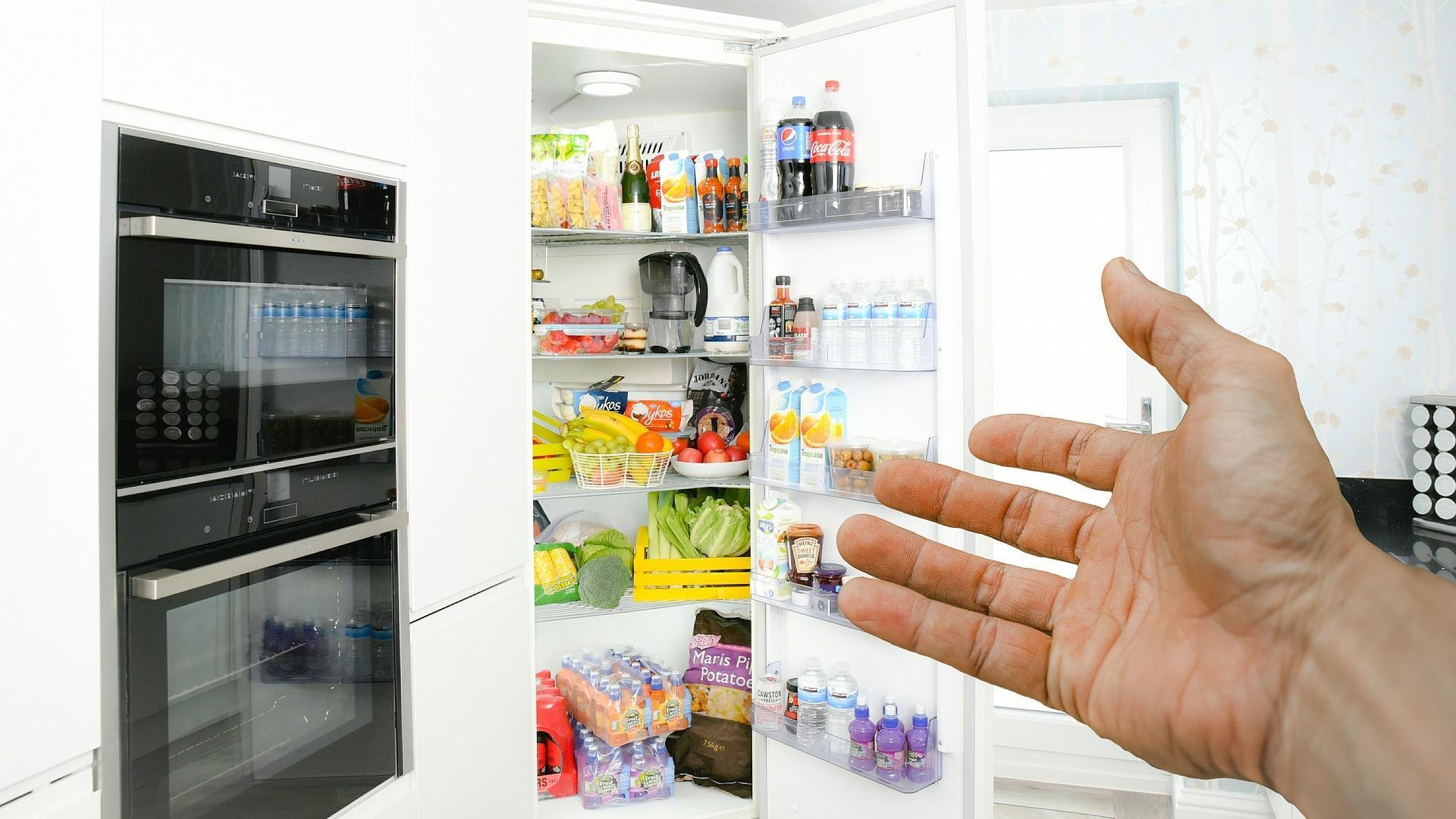 Gehen Sie nach der Temperatur im Kühlschrank, um sinnvolle Ordnung zu halten
