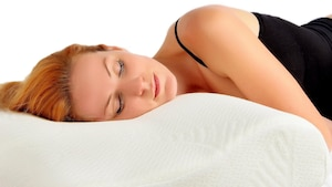 Das Seitenschläferkissen für den Kopf- und Nackenbereich beugt gesundheitlichen Problemen vor.