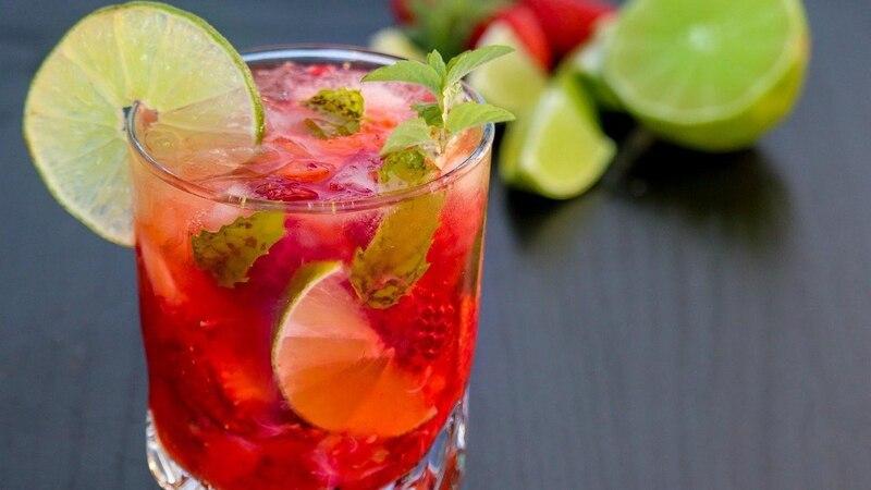 Urlaub mit exotischen Cocktails zu Hause
