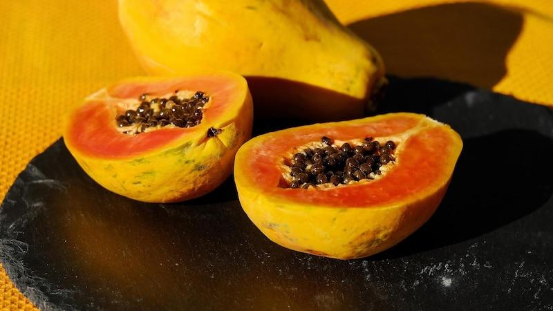 Papayas eignen sich besonders für ein mildes Gesichtspeeling