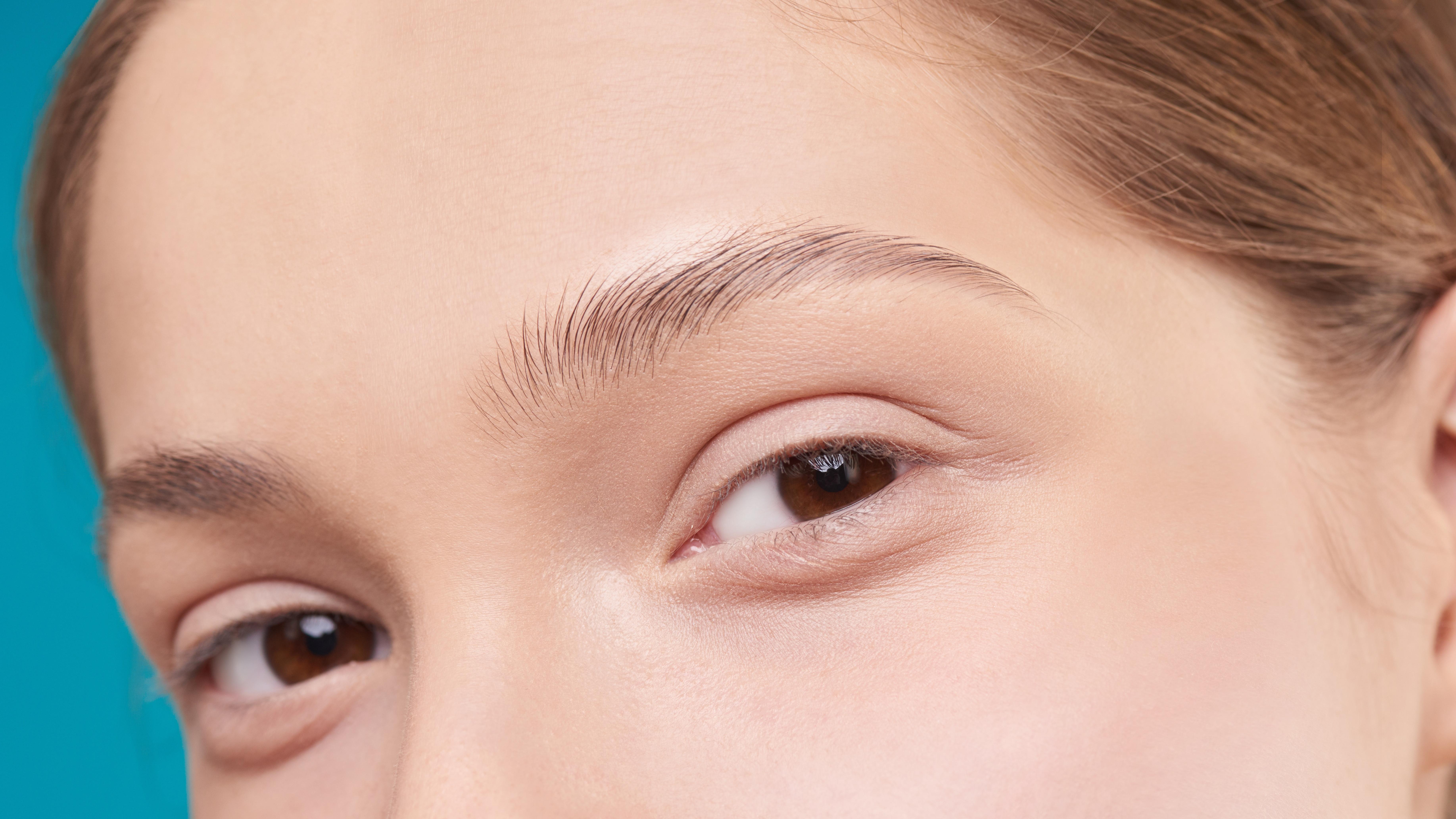 Augenbrauen tätowieren: Das sollten Sie beachten