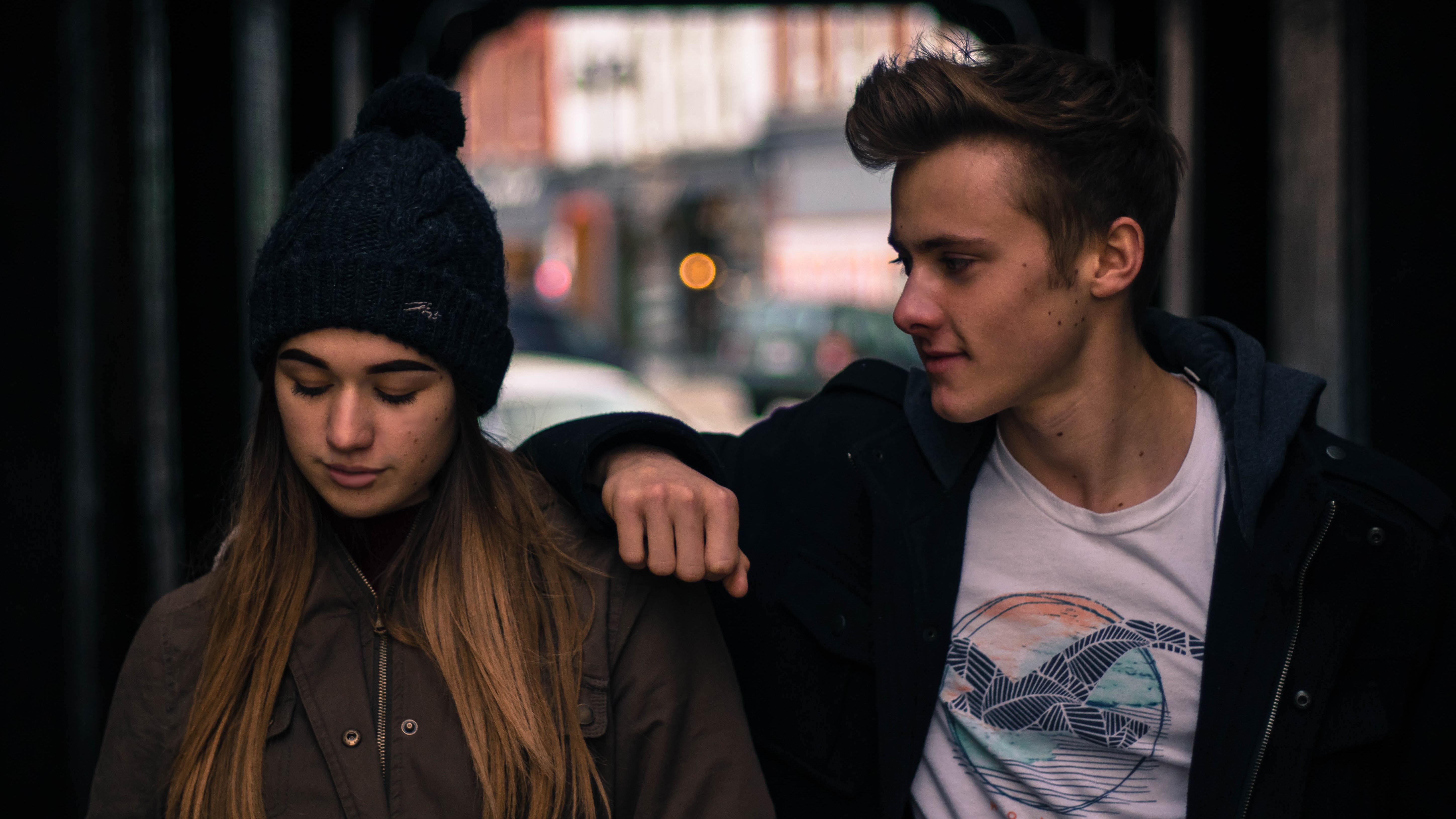 5 Anzeichen. dass Ihr Partner Sie manipuliert - Wenn Liebe blind macht