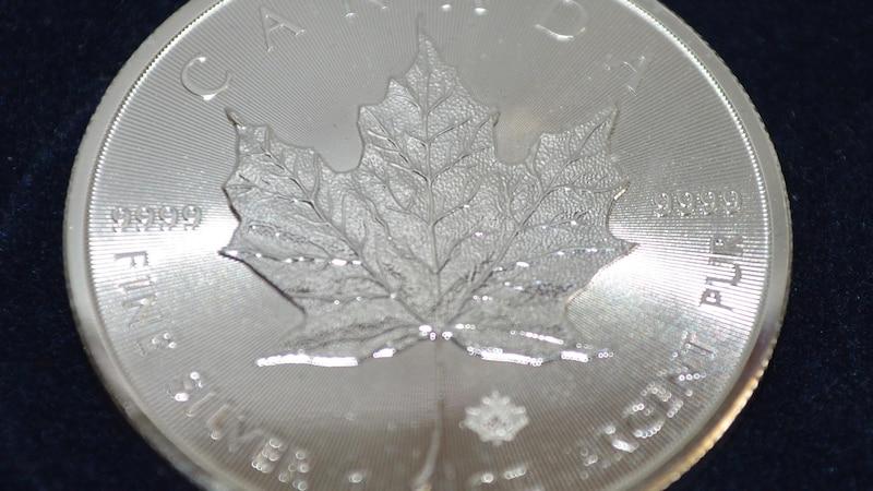 Nur Münzen aus reinem Silber mit Zitronensäure reinigen