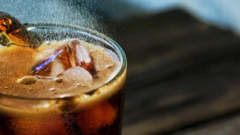 Cola gegen Übelkeit einsetzen - keine gute Idee
