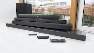 Eine gute Soundbar kann den Klang des Fernsehers um ein Vielfaches aufwerten.