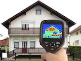 Mithilfe einer Wärmebildkamera lassen sich unter anderem Schwachstellen in der Isolierung Ihres Hauses feststellen und dokumentieren.