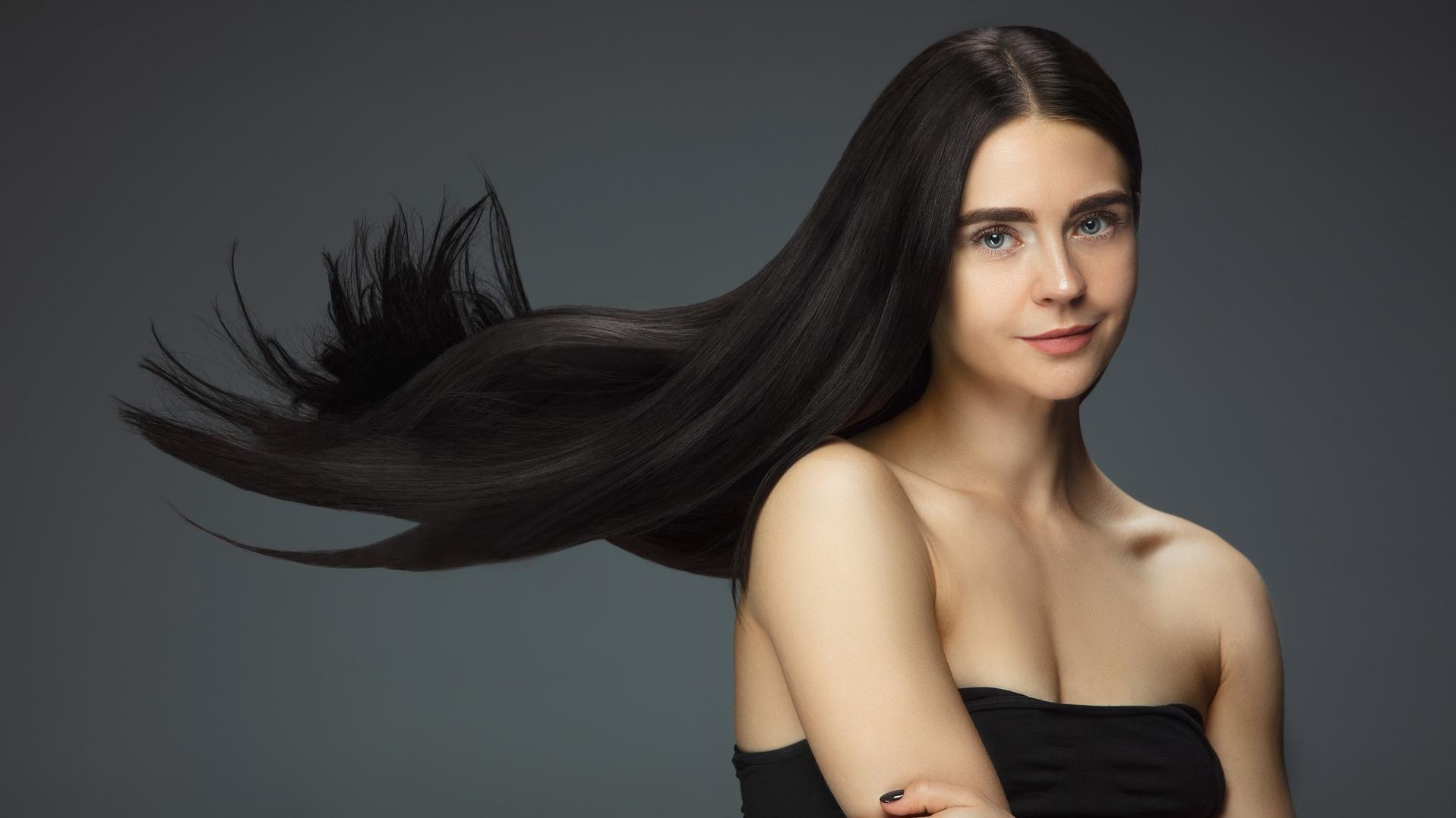 Mit der richtigen Pflege und Ernährung stärken Sie Ihre Haare.