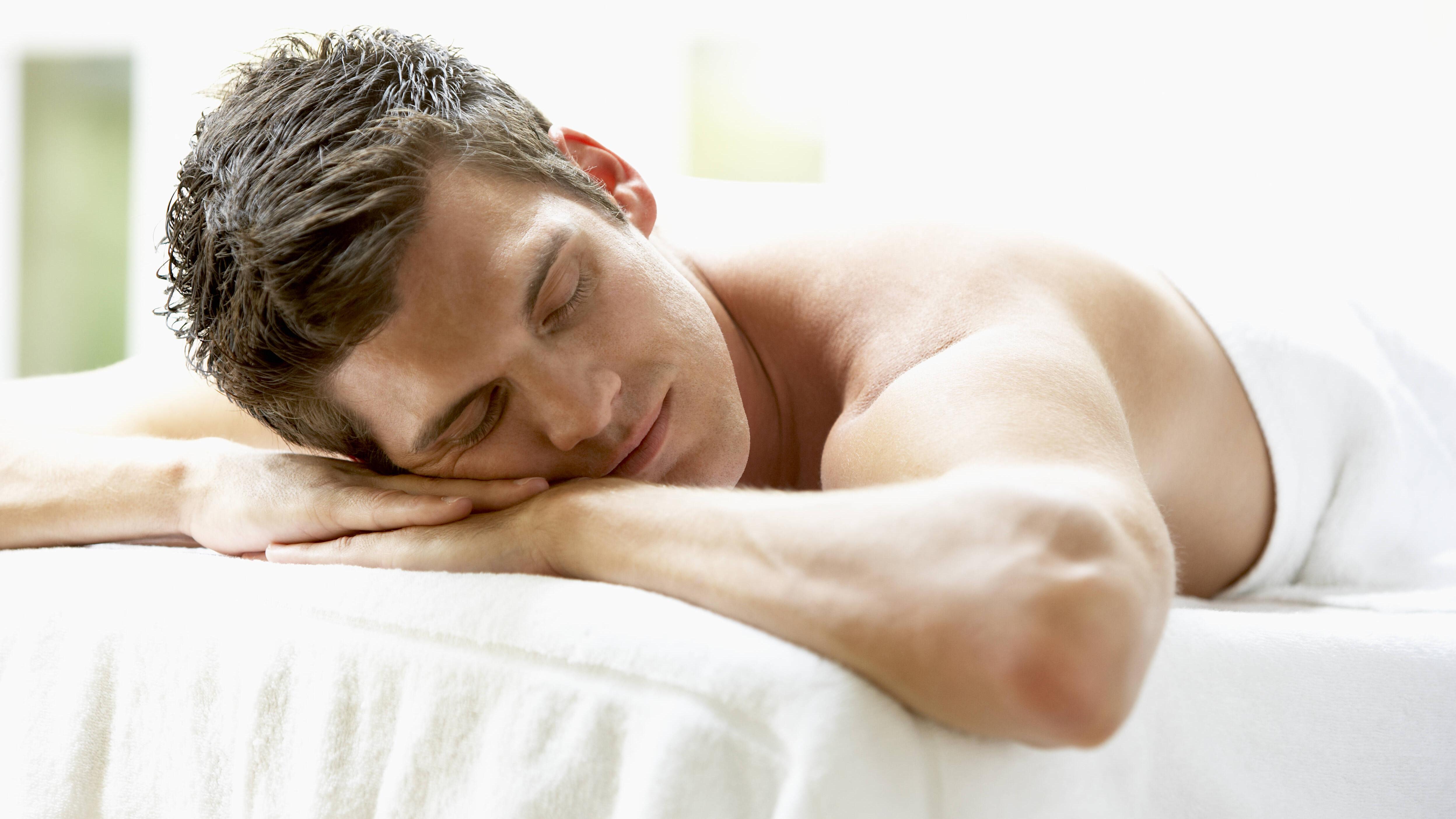 In der Bauchlage zu schlafen, hat viele Nachteile.