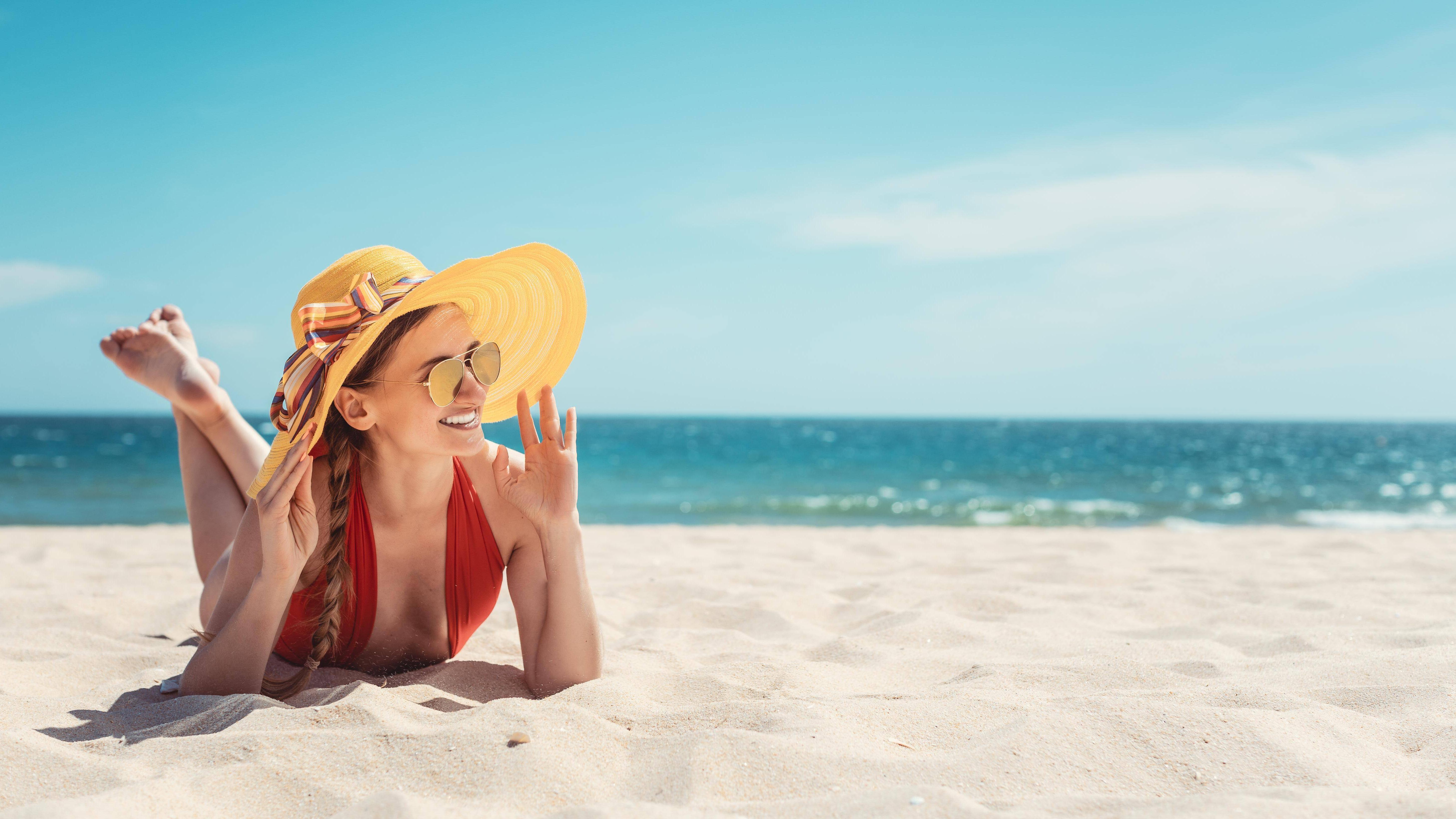 Am und im Wasser wird man schneller braun, weil das Wasser die Sonnenstrahlen reflektiert.