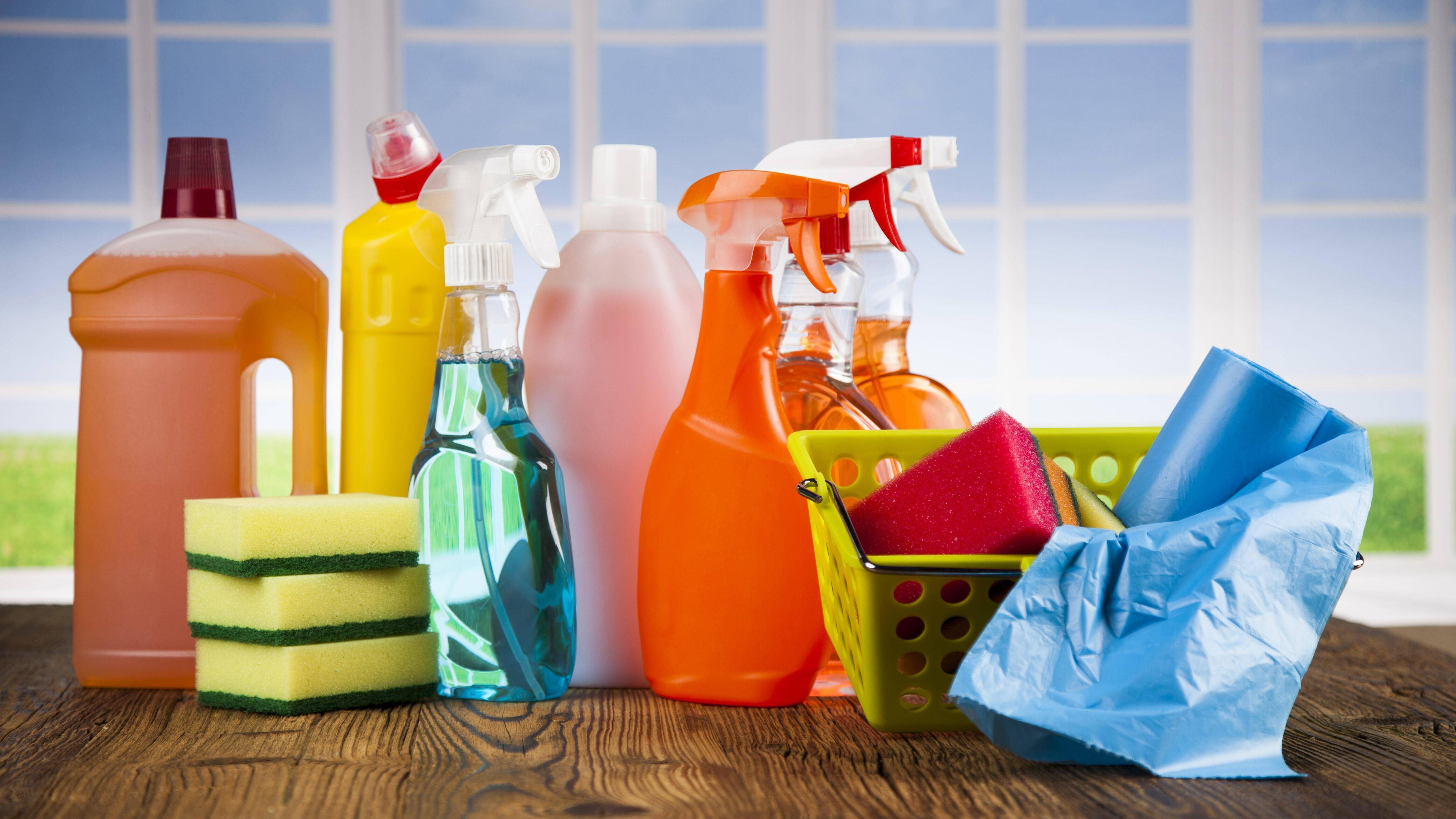 Gummi reinigen: Mit diesen Hausmitteln kriegen Sie Gummi wieder sauber