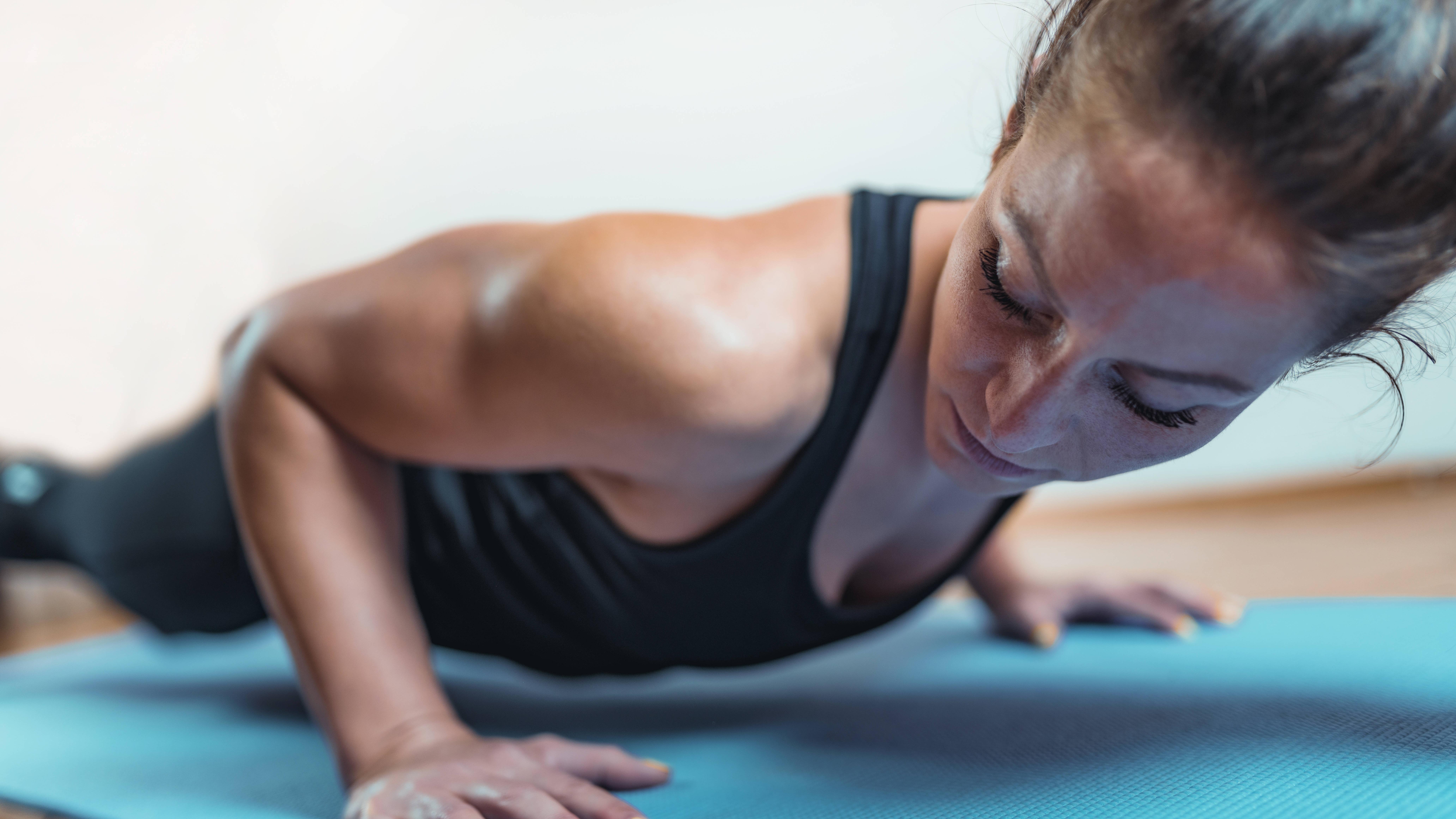 Muskelaufbau zu Hause: Effektive Übungen für Ihren Heimtrainingsplan