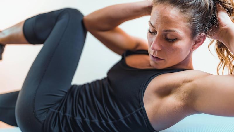 Training zu Hause: Geräte, Plan und Übungen