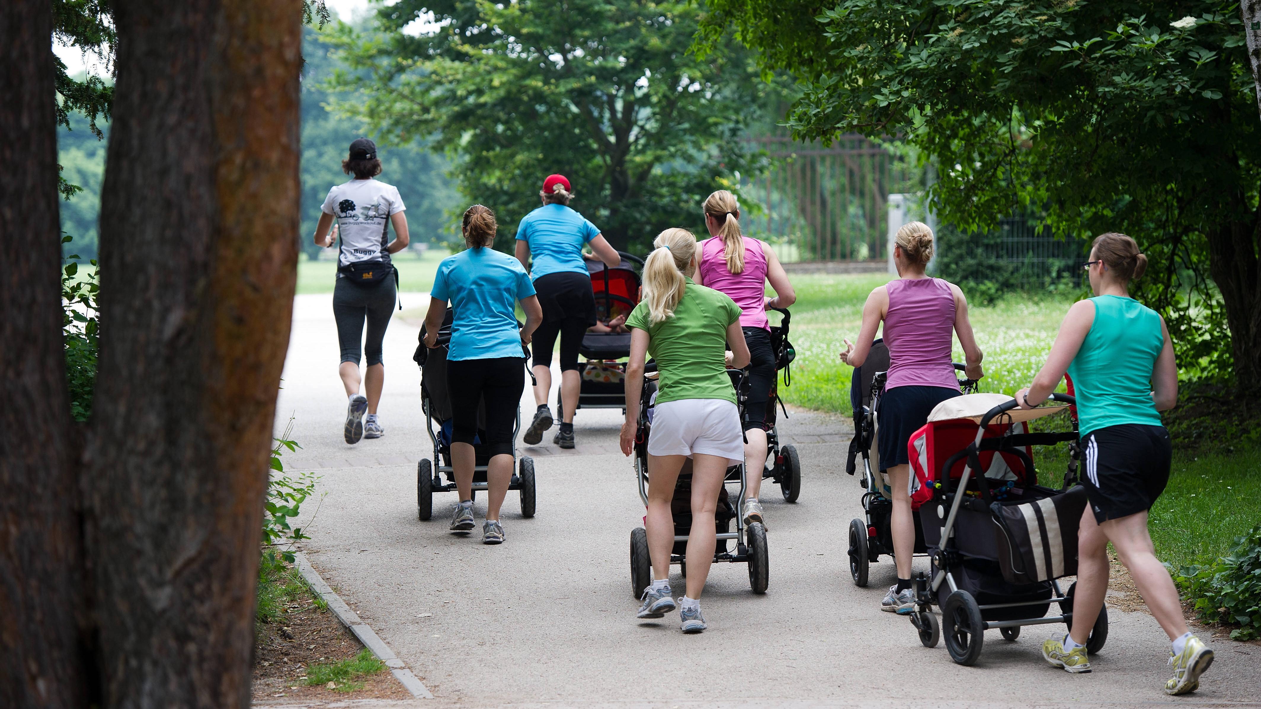 Suchen Sie nach Kursen in Ihrer Umgebung, um als Mama fit zu werden.