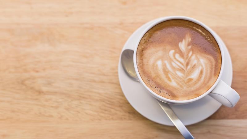 Black Latte Rezept: So geht das leckere Kaffeegetränk