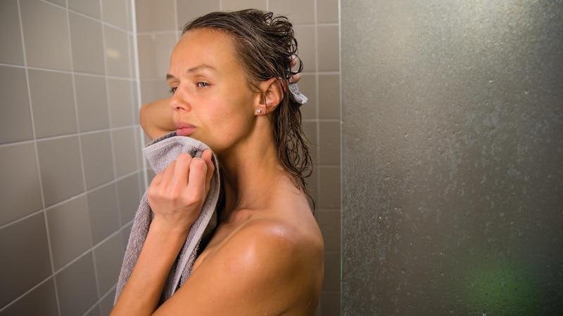 Im Gegensatz zu silikonhaltigen Shampoos beschweren Shampoos ohne Silikone Ihre Haare nicht.