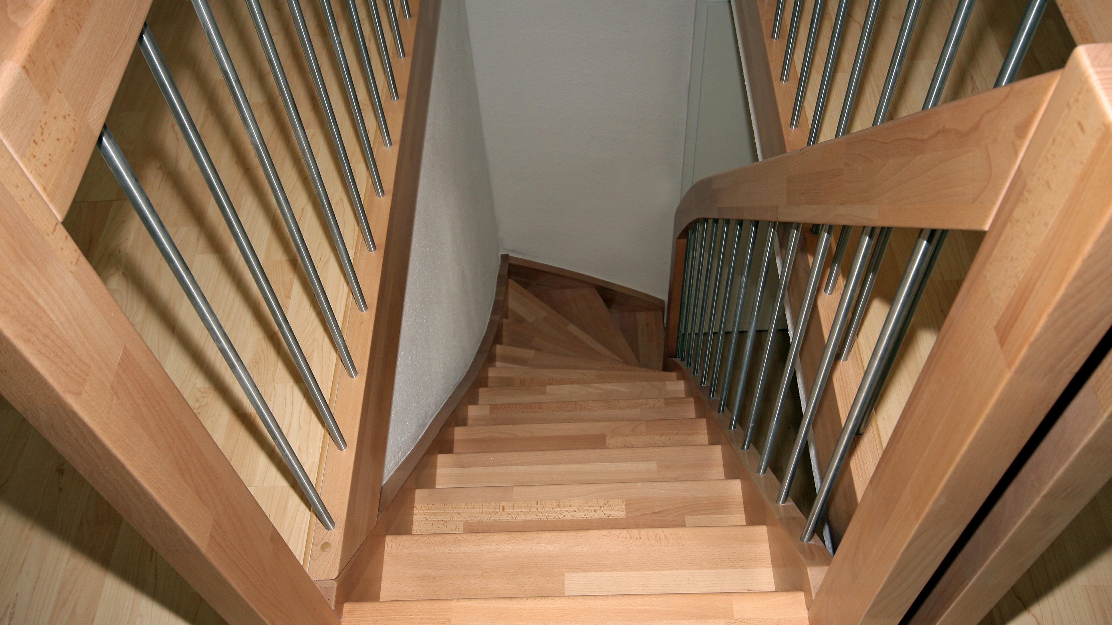 Treppengeländer lackieren: Darauf sollten Sie achten
